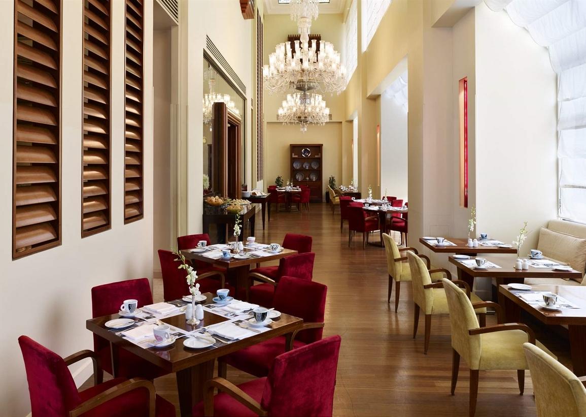 About Us Le Cafe de Paris